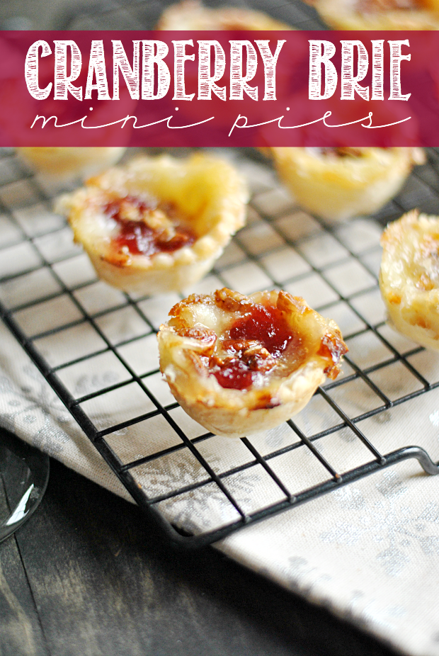 Cranberry brie mini pies | 25+ Holiday Party Appetizers