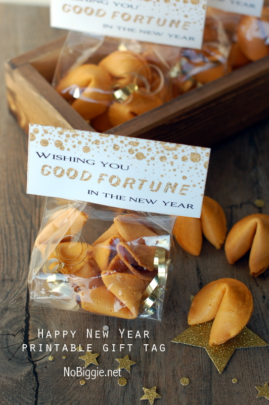 Fortune Cookie treat bag with free printable | 25+ NYE party ideas
