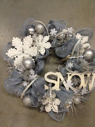 Grey snow wreath | 25+ Winter decor crafts