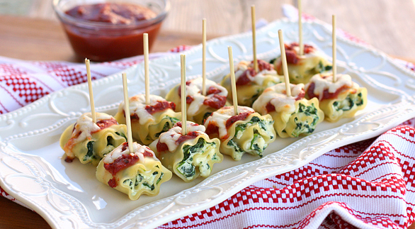 Mini spinach lasagna roll-ups | 25+ Holiday Party Appetizers