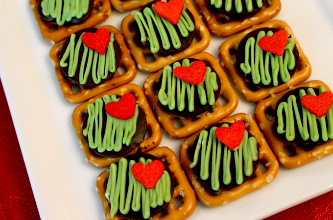 Grinch pretzel bites | 25+ Grinch crafts and cute treats