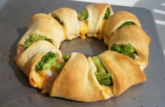 Chicken Broccoli Crescent Bake | 25+ Crescent Roll Dough Recipes