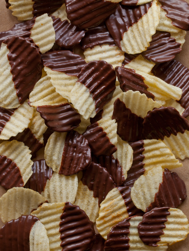chocolate covered potato chips | 25+ Oscar Party Ideas