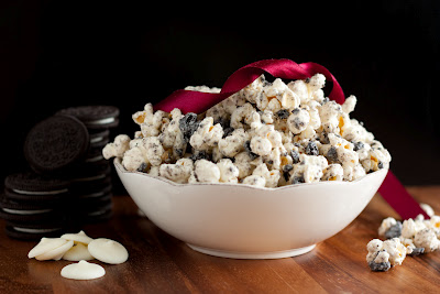 cookies and cream popcorn | 25+ Oscar Party Ideas