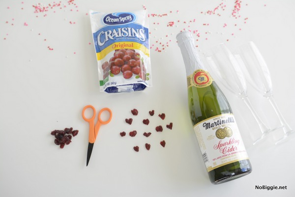 make tiny dried cranberry hearts and watch them dance in Champagne | NoBiggie.net