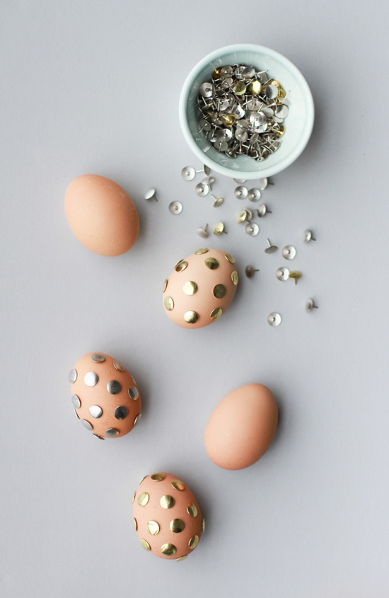 Thumb Tack Polka Dot Eggs | 25+ MORE ways to decorate Easter Eggs