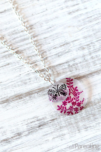 http://www.nobiggie.net/wp-content/uploads/2016/04/DIY-Shrinky-Dink-Necklace.jpg