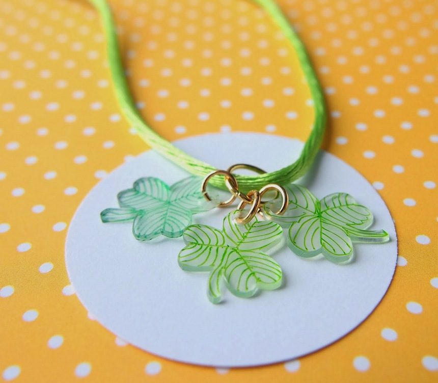 lucky charm necklaces | 25+ shrinky dink crafts
