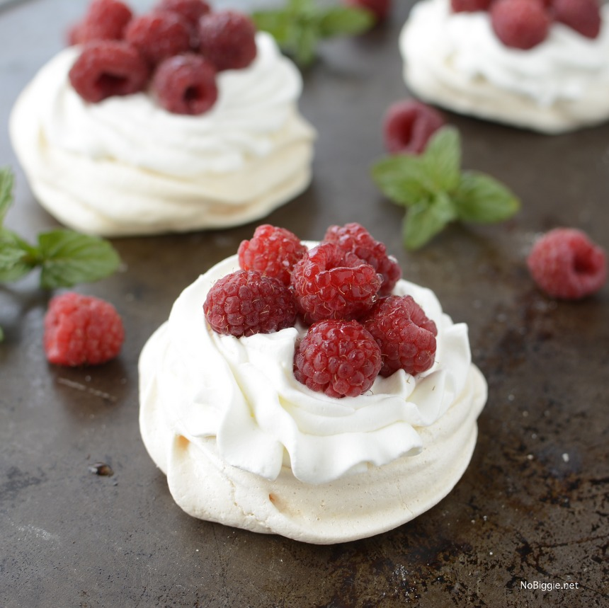 mini pavlovas with raspberries | NoBiggie.net