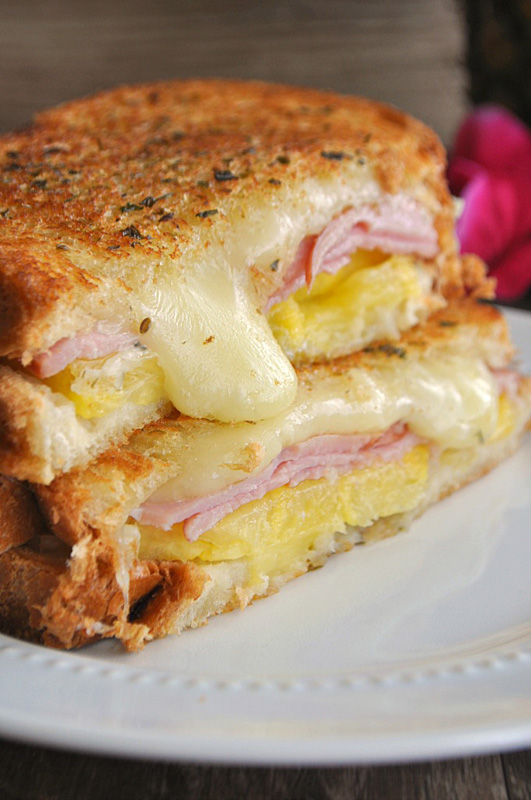 Hawaiian Grilled Cheese   25+ Pineapple Recipes
