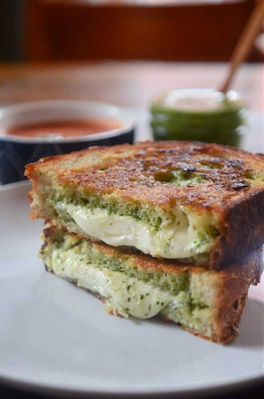 Pesto Mozzarella Grilled Cheese | 25+ Grilled Cheese Recipes
