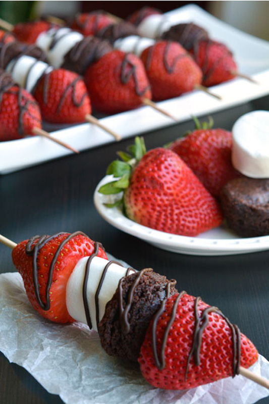http://www.nobiggie.net/wp-content/uploads/2016/06/Strawberry-Brownie-Skewers.jpg