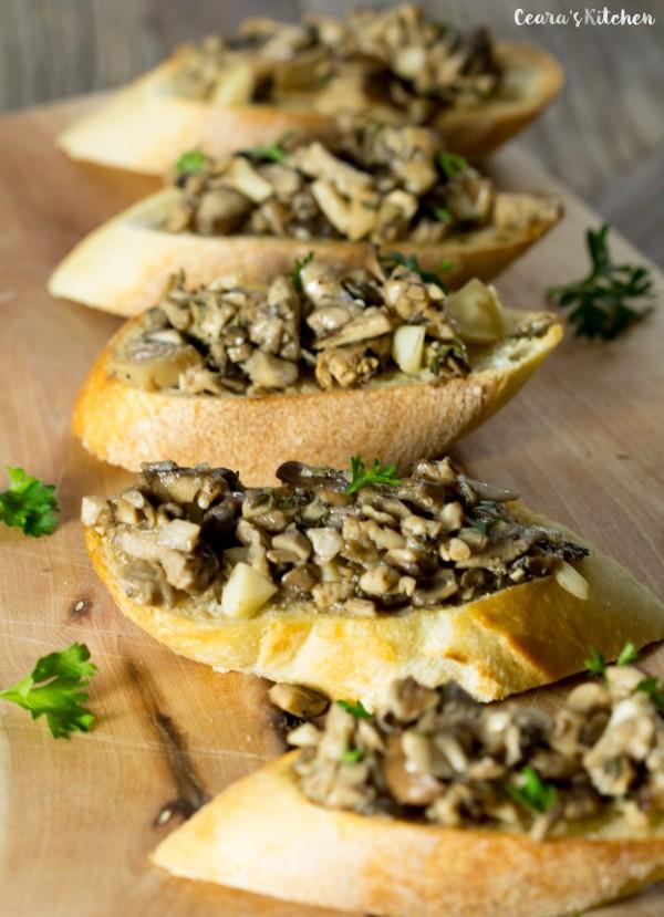 Roasted Garlic Mushroom Bruschetta | 25+ mushroom recipes