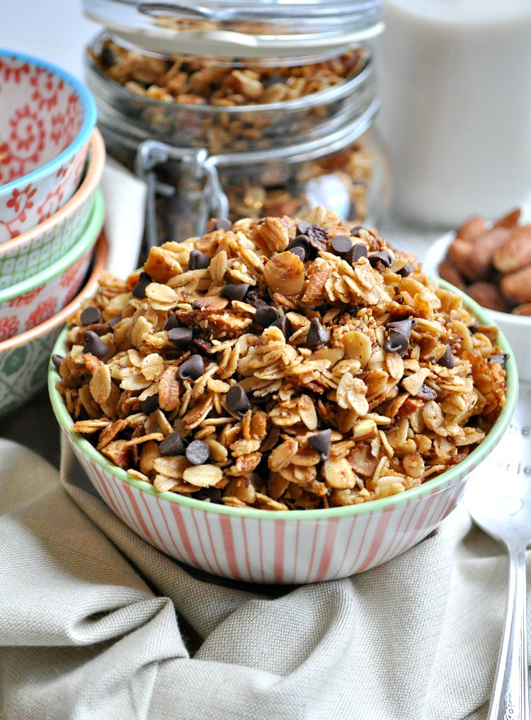Slow Cooker Salted Caramel Almond Granola | 25+ Granola recipes