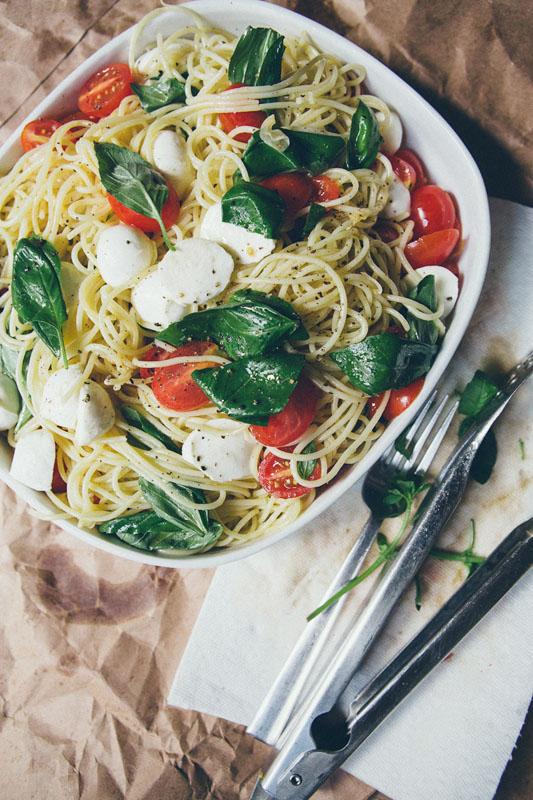 Spaghetti with Tomatoes Fresh Mozzarella & Garlic Oil   25+ Mozzarella Recipes