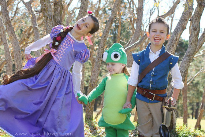 Tangled | 25+ Creative Family Costumes