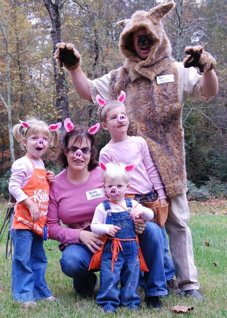 Three Little Pigs | 25+ Creative Family Costumes