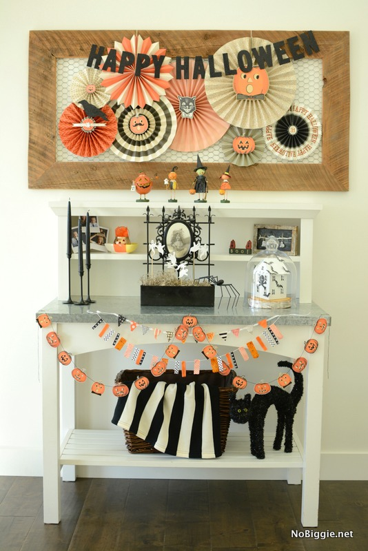 halloween decor entry way nobiggienet - Halloween Decor 2016