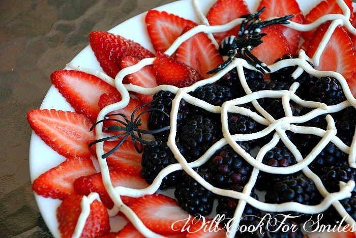 Spider web fruit plater with yogurt web | 25+ Healthy Halloween Food