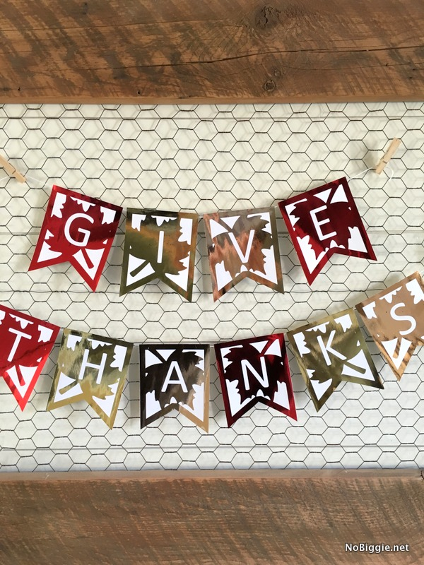 Give Thank Banner - A great DIY addition to your holiday decor. #thanksgivingdecor #falldecor #diydecor #givethanksbanner #diybanners