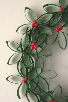 Holly Berry Wreath | 25+ Beautiful Christmas Wreaths