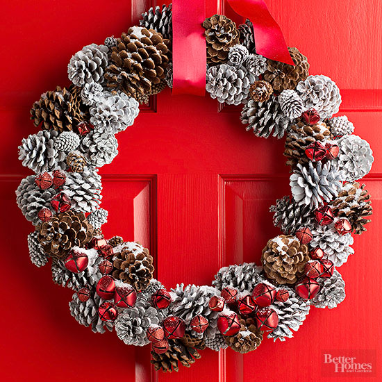 Pretty Pinecone Wreath | 25+ Beautiful Christmas Wreaths