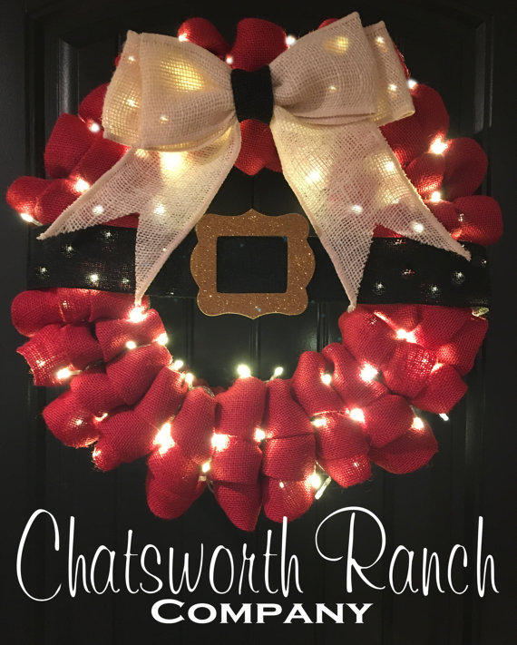 Santa Belt Buckle Burlap Wreath | 25+ Beautiful Christmas Wreaths