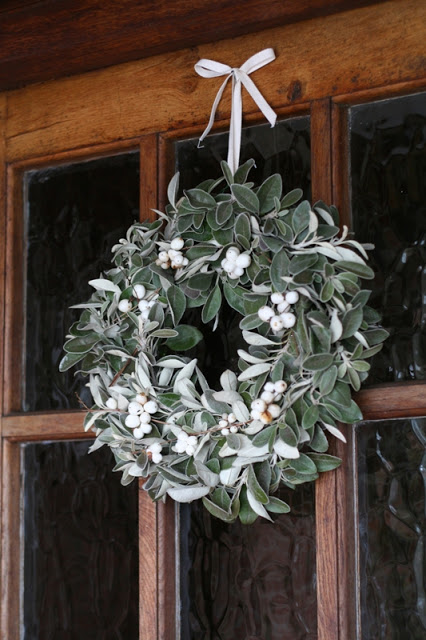 Winter White January Wreath | 25+ Beautiful Christmas Wreaths