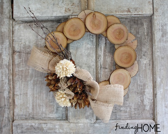 Wood Burlap Natural Fall Wreath | 25+ Beautiful Christmas Wreaths