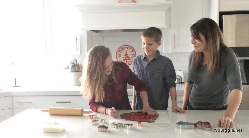 making gingerbread cookies | NoBiggie.net