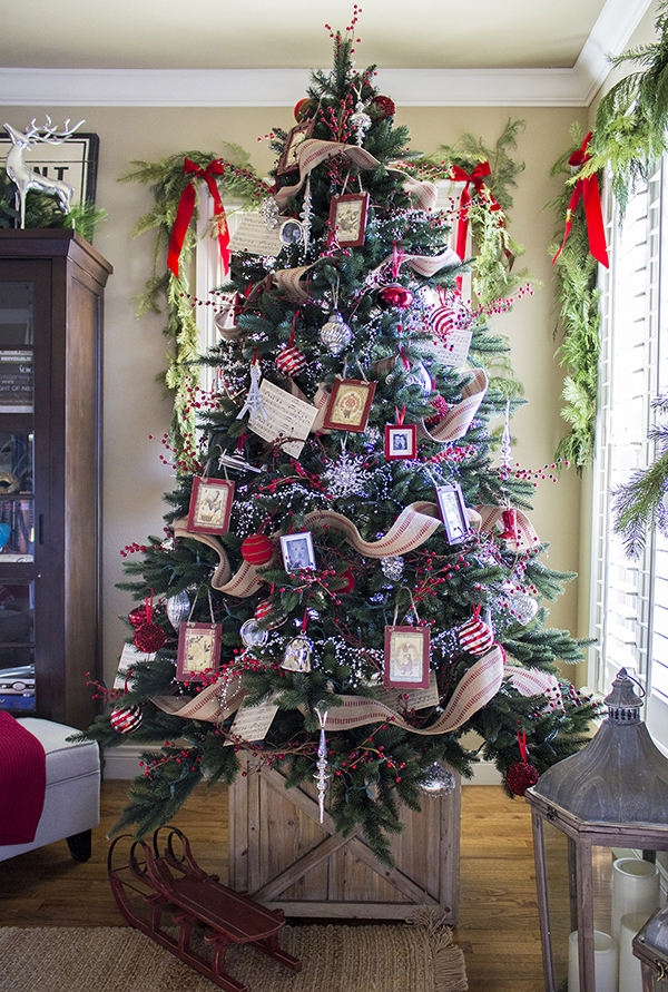 18 Creative Christmas Tree Decorating Ideas