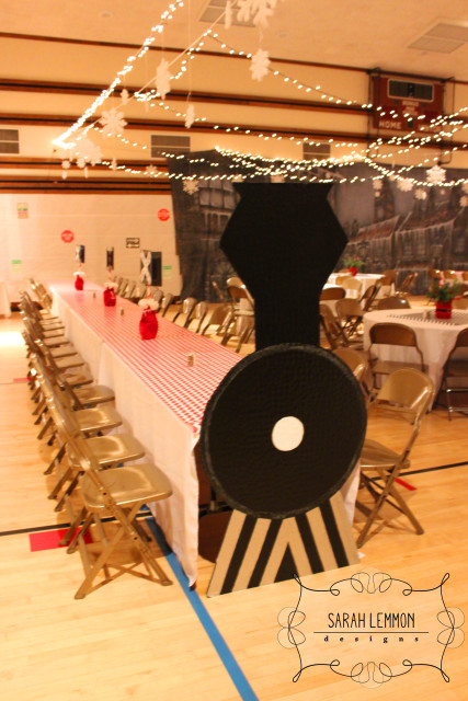 Train Table | 25+ Polar Express Party Ideas