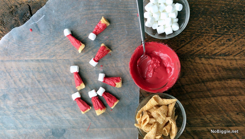 Mini edible Santa Hats | NoBiggie.net