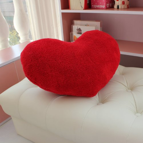 Valentine's Day Heart Pillow | 25+ Valentine's Day gifts for her