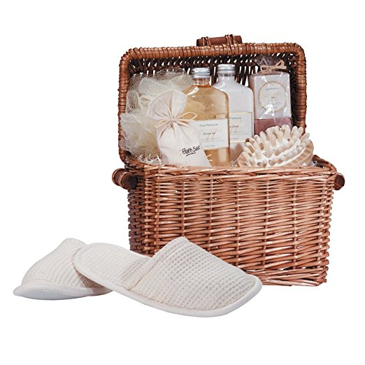 Venrdugo Gift Spa-in-a-Basket | 25+ Valentine's Day gifts for her