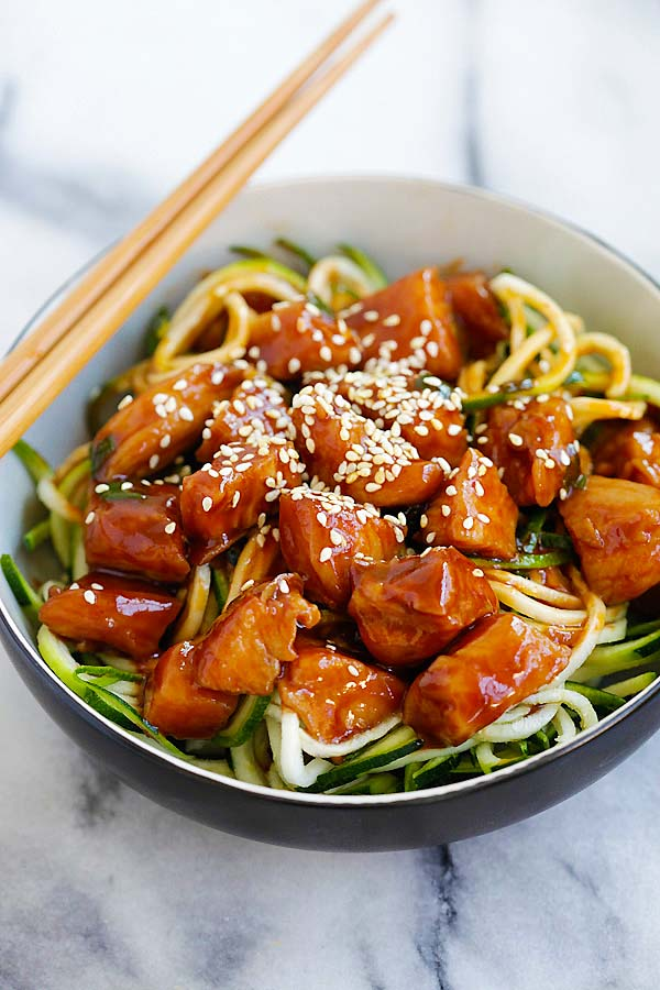 honey sriracha chicken zucchini noodles | 25+ Zoodle Recipes