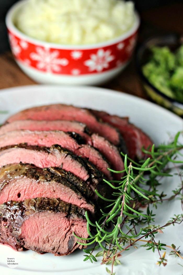Garlic Herb Beef Tenderloin Roast with Creamy Horseradish Sauce | 25+ Sunday Roast Recipes