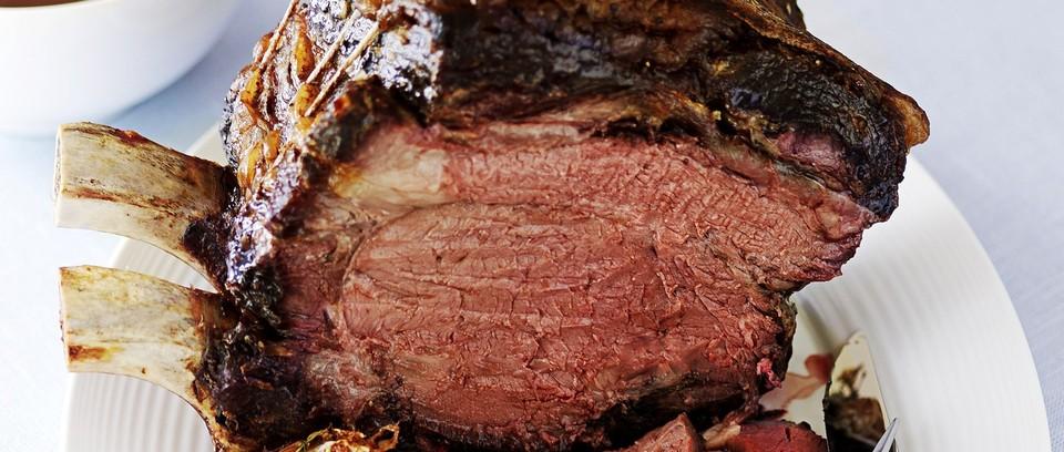 Roast Beef with Red Wine Gravy   25+ Sunday Roast Recipes