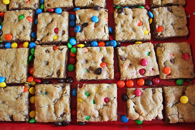 Large Batch Chocolate Chip Cookie Bars | 25+ ways to Feed a Crowd