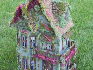 Fairytale Dollhouse | 25+ Fabulous Fairy Garden