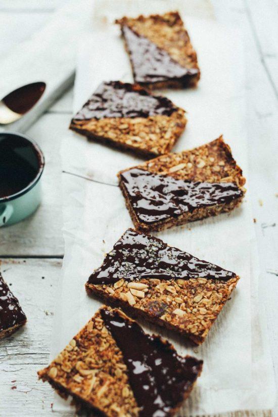 Crunchy Baked Granola Bars | 25+ Granola Bars