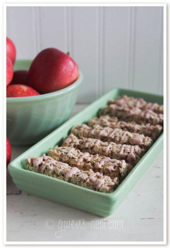 Candy Apple Granola Bars | 25+ Granola Bars