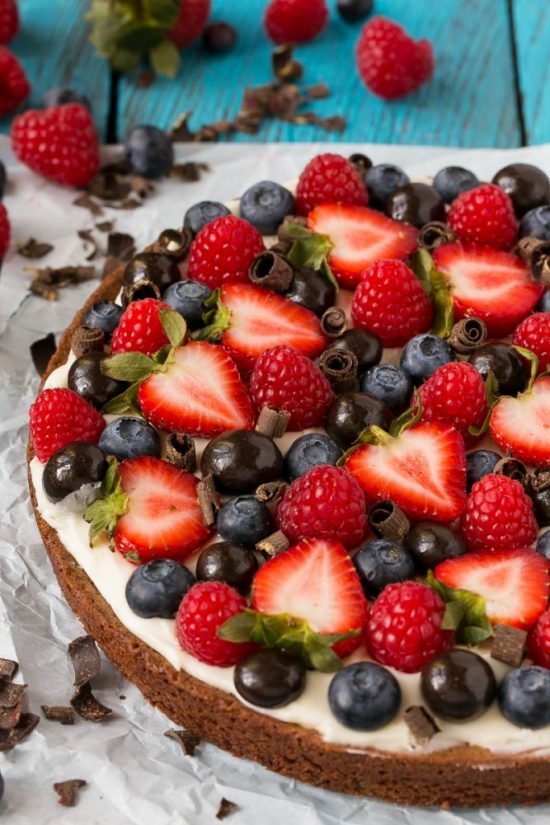 Brownie Berry Dessert Pizza | 25+ Dessert Pizzas