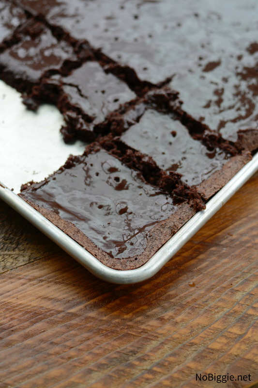 Chocolate Ganache Sheet Pan Brownies | NoBiggie.net