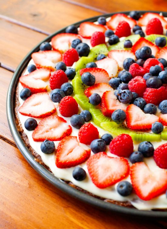 Fruity Brownie Dessert Pizza | 25+ Dessert Pizzas