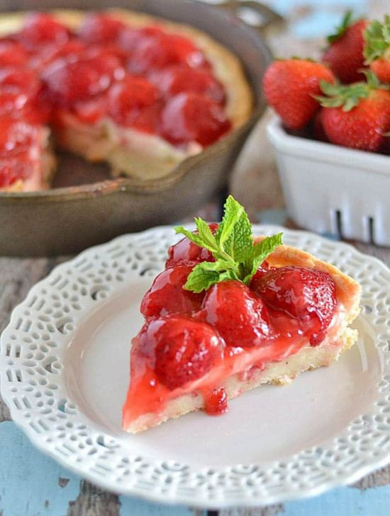 Strawberries and Cream Dessert Pizza | 25+ Dessert Pizzas