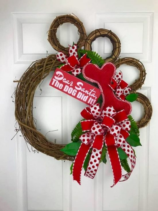 Dog Paw Wreath | 25+ MORE Beautiful Christmas Wreaths