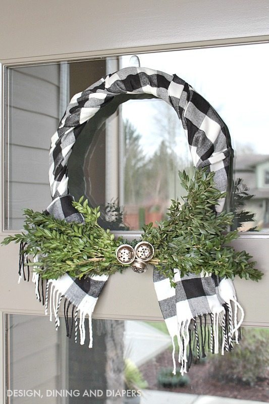 Scarf Wreath | 25+ MORE Beautiful Christmas Wreaths
