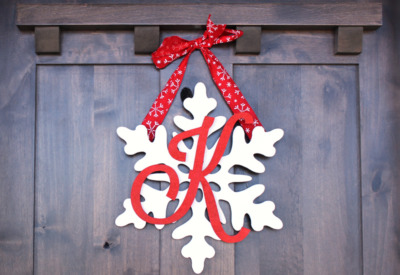 Snowflake Monogram Wreath | 25+ MORE Beautiful Christmas Wreaths