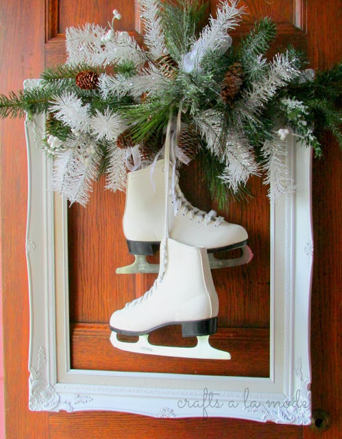 ice skate square wreath | 25+ MORE Beautiful Christmas Wreaths